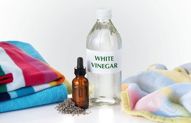 wash clothes with vinegar